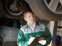 A DEKRA vehicle inspector at work